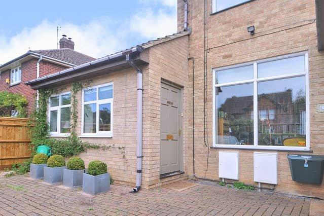 Righton one-bedroom serviced apartment in summertown (oxgcbd), vacation rental in Eynsham