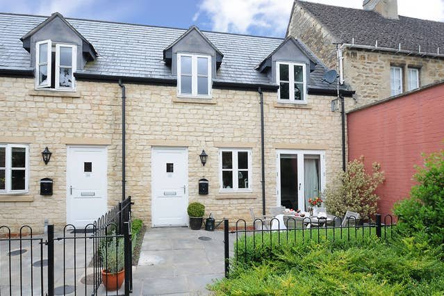 Righton two-bedroom serviced cottage in summertown (oxtbkcr), holiday rental in Marston