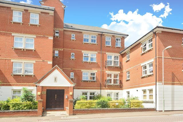 Righton two-bedroom serviced apartment in city centre (oxrtrr), vacation rental in Botley