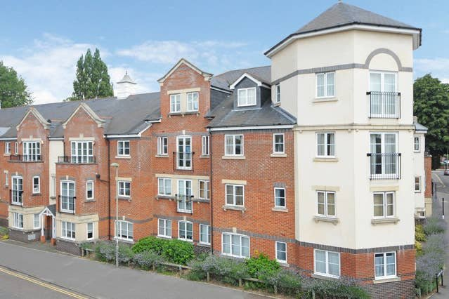 Righton one-bedroom serviced apartment in city centre (oxogrhc), vacation rental in Botley