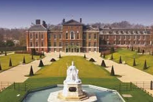 Kensington Palace, home to the young royals - walking distance