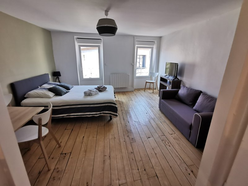 Amazing studio in Le Dorat & Wifi, vacation rental in Bellac