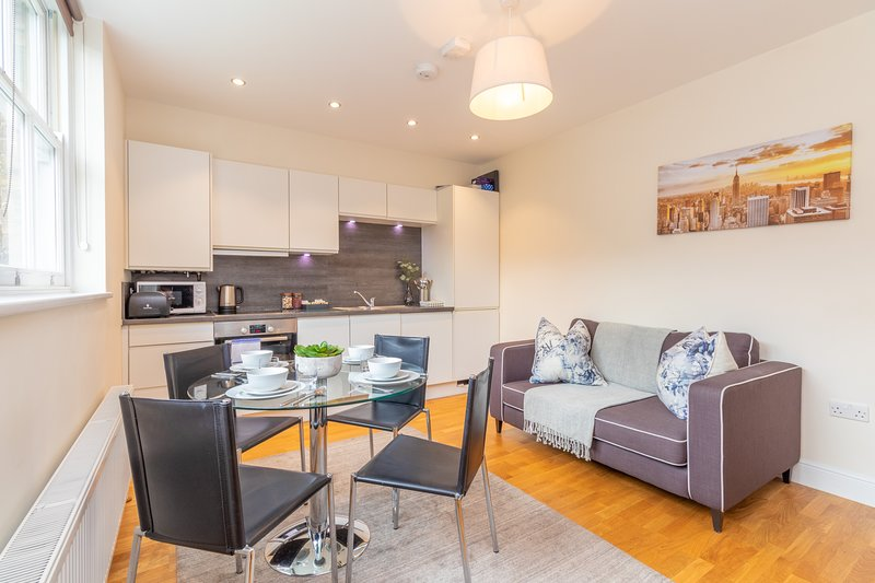 Modern Two Bedroom Apartment in Hammersmith - 203A, vacation rental in Hounslow