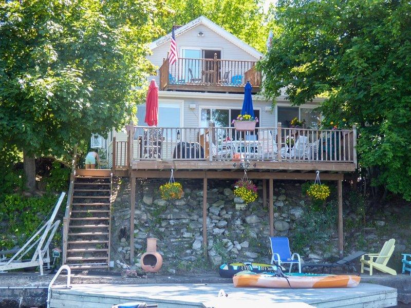 Neighborhood,Urban,Porch,Outdoors,Water