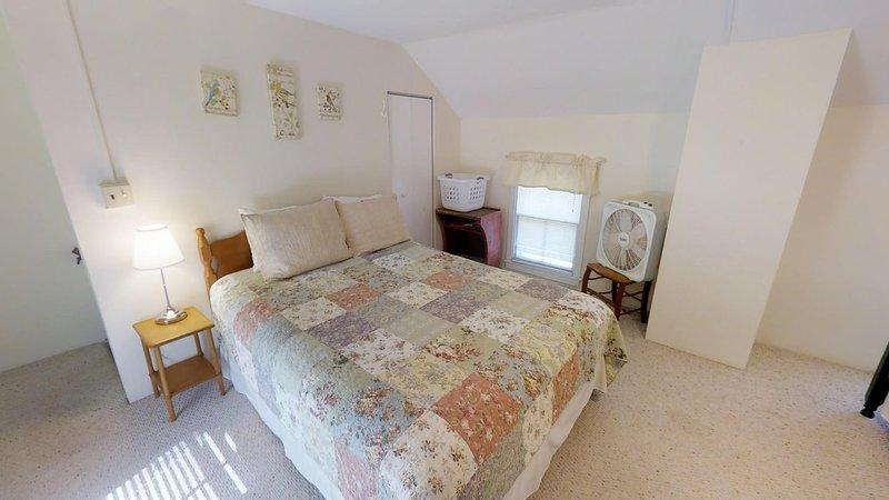 Furniture,Bed,Home Decor,Indoors,Bedroom