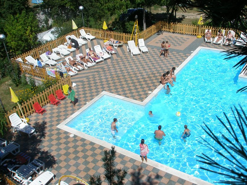Nice apartment with shared pool, vacation rental in Serramazzoni