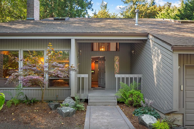 Spacious home w/private sauna & pool table, shared basketball & large deck, casa vacanza a Gig Harbor