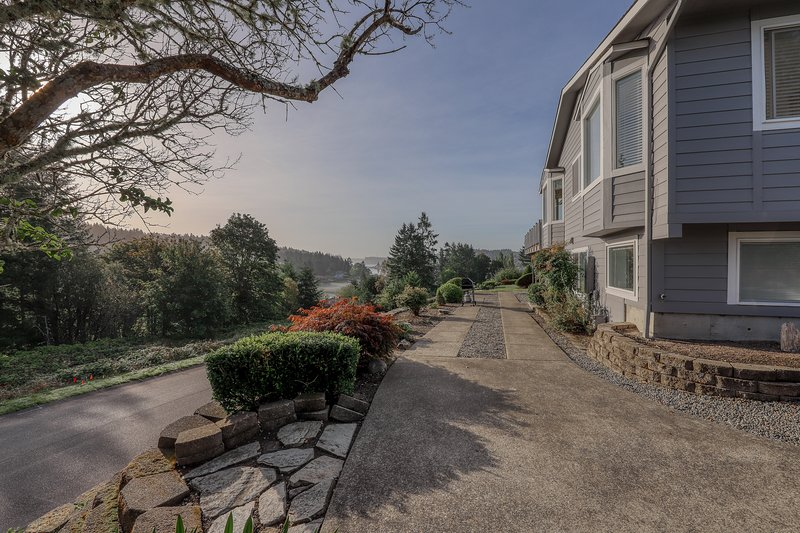 Modern, stylish guesthouse with views of Mt. Rainier & Gig Harbor!, casa vacanza a Gig Harbor