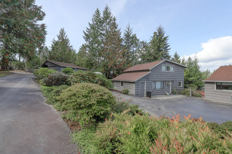 Guesthouse w/ direct beach access & views of Olympic Mountains/Carr Inlet!, location de vacances à Lakebay