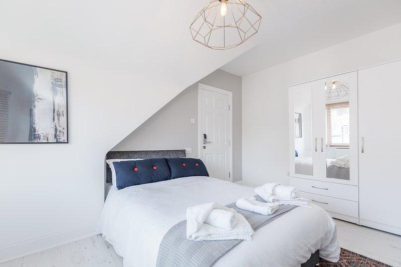 Westland House - Twin Room Ensuite 2, alquiler de vacaciones en Rickmansworth
