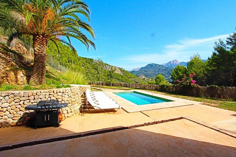 CAN SORT Con vistas a la montaña, holiday rental in Llucalcari