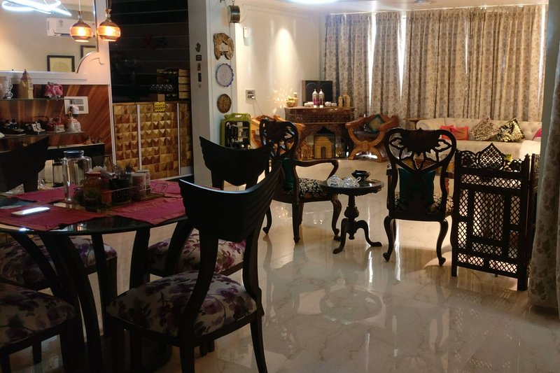 Mount View Double-bed By Aparna Bienvenue, holiday rental in Manimajra