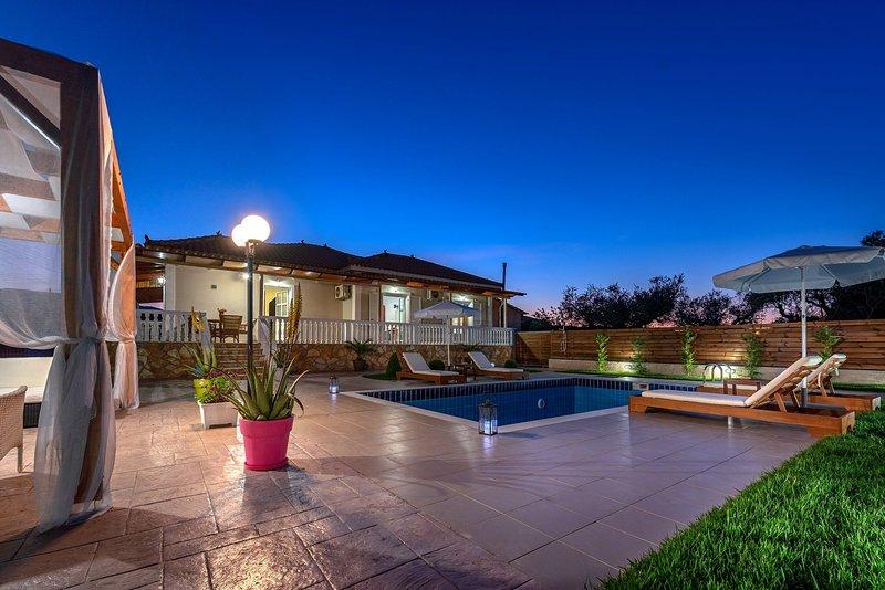 3 Bedroom Villa Eleon, Agrilia, Zakynthos, location de vacances à Pefkakia