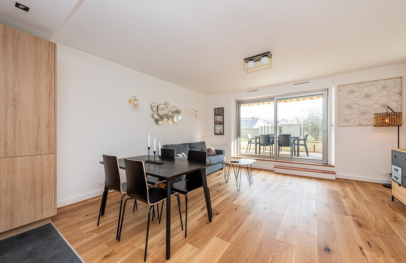 Luxury apartment with terrace 3 minutes from the Champs-Elysées, holiday rental in Neuilly-sur-Seine