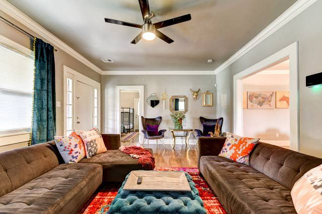 Boho Bungalow-walk to Plaza District, can sleep 8, holiday rental in Bethany