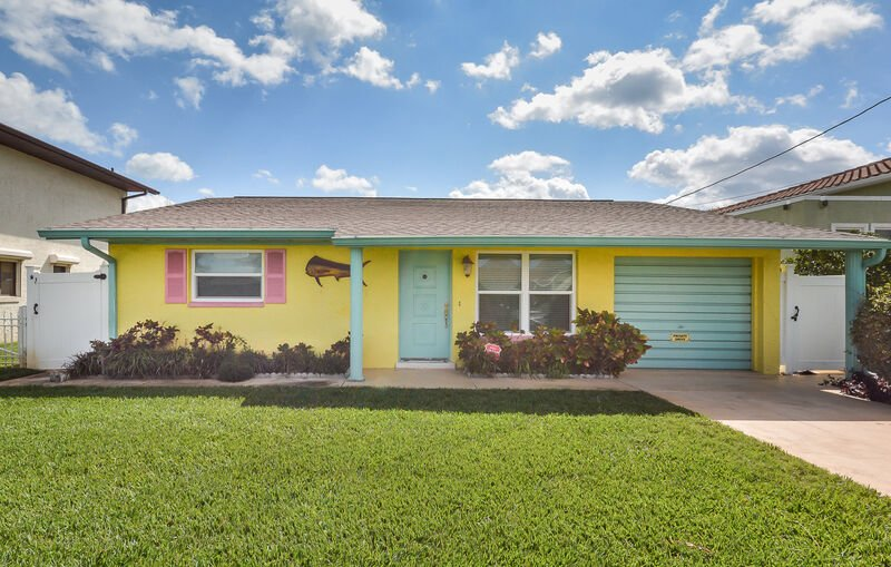 Escape to your own private paradise and enjoy your next vacation in this lovely 3 bedroom 2 bath beach home. 1 car garage. Pet friendly. Dogs only.