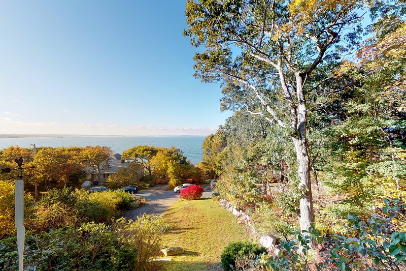 Private waterfront home w/stunning ocean and beach views and private grill, vacation rental in Manomet