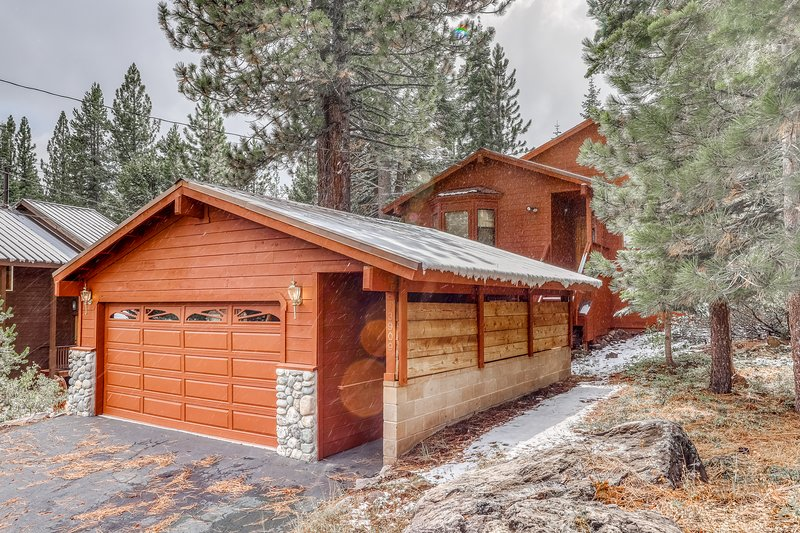 Family-friendly home w/shared pool, hot tub & access to Tahoe/Donner amenities, holiday rental in Truckee