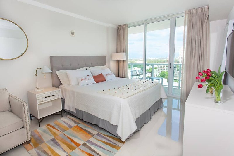 2 Linked Apartments 2BR/3BA. Hotel Arya Coconut Grove Miami. 2 FREE Parking, holiday rental in Coral Gables