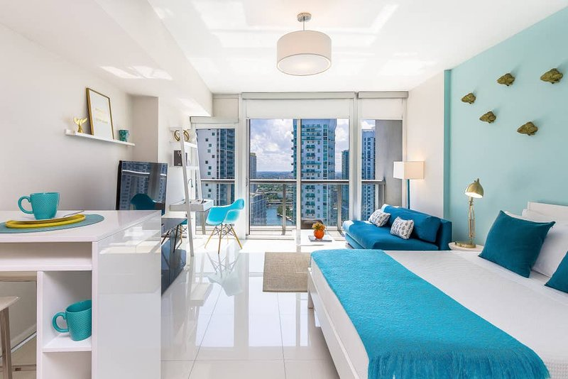 ★Luxurious High Floor Studio★Great Brickell Location★Huge SPA!★Exclusive, holiday rental in Miami