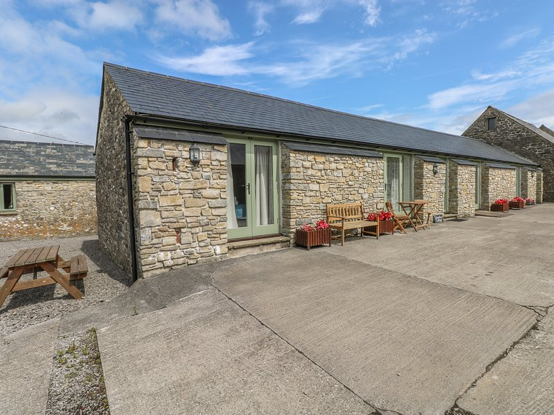 Snowdrop Cottage, Llantwit Major, holiday rental in Monknash