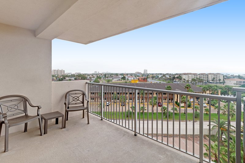 Beachside dog-friendly condo w/ shared pools, hot tubs, plus private balcony!, vacation rental in Port Isabel