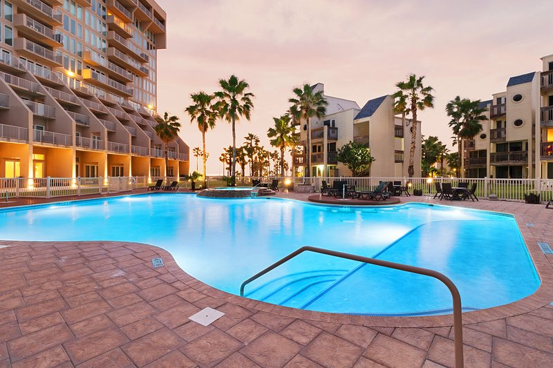 Dog-friendly condo w/ shared pools & hot tubs - walk to beach!, vacation rental in Port Isabel