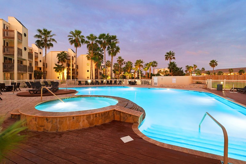 Spacious dog-friendly condo w/ shared pools and hot tubs!, vacation rental in Port Isabel