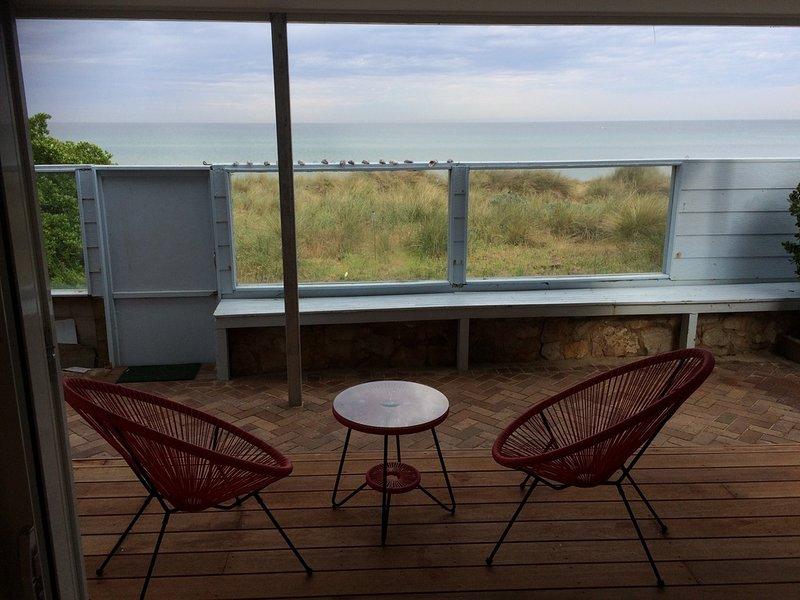 Our Beach House with Absolute Beach Frontage on Long Island, alquiler de vacaciones en Seaford