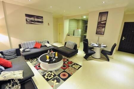 OPULENT 3 BR, NEAR AL WARA STREET, OLAYA, aluguéis de temporada em Riyadh Province