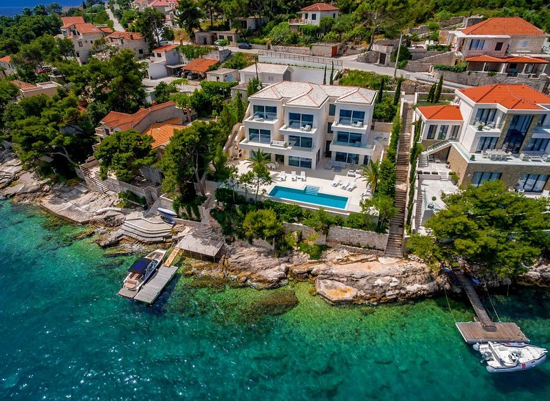 Villa Dolce Vita Selca – High end pool villa with private beach, Brac island, aluguéis de temporada em Selca