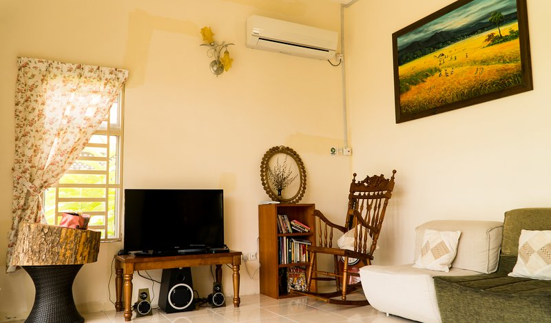 Peaceful Homestay Batu Kawan, Near IKEA, Stadium, Design Village, holiday rental in Kulim