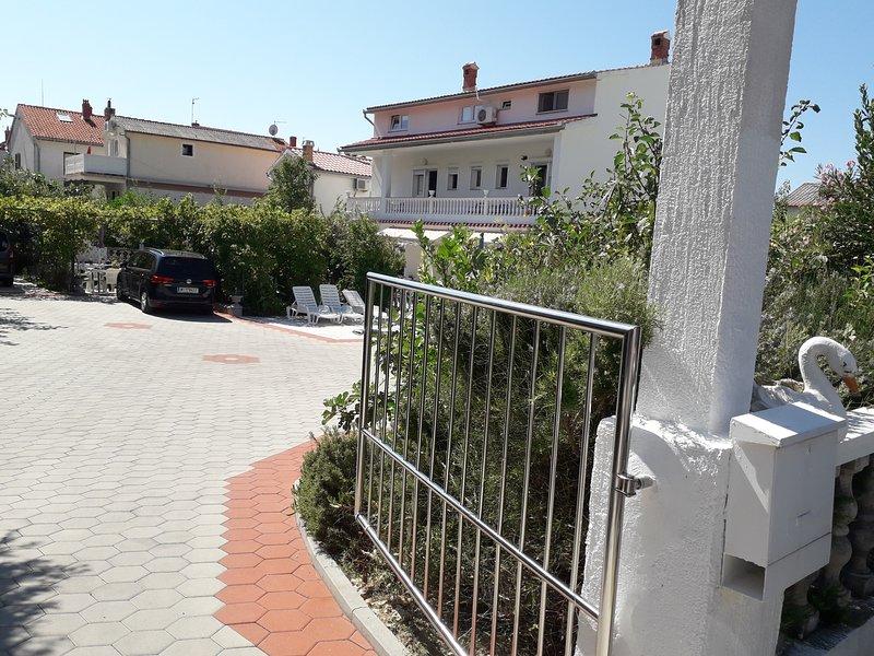 Holiday House Perkic  -Rab ( 12 to17) pers., location de vacances à La ville de Rab