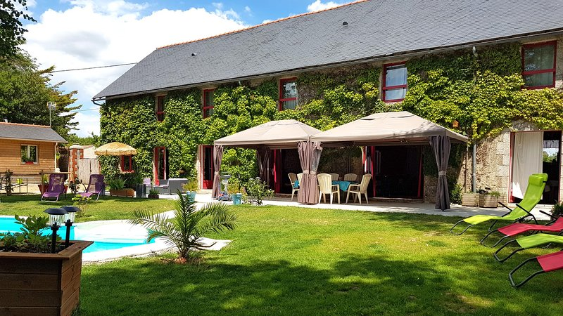 Character lodge with a private pool, near village restaurants shops and river., holiday rental in La Limouziniere