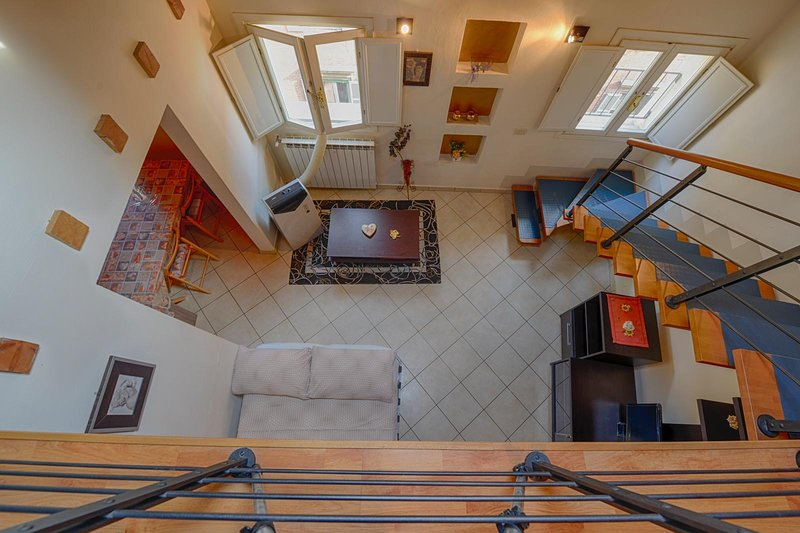 cozy city centre apartment with 3  bedrooms, casa vacanza a Carpi