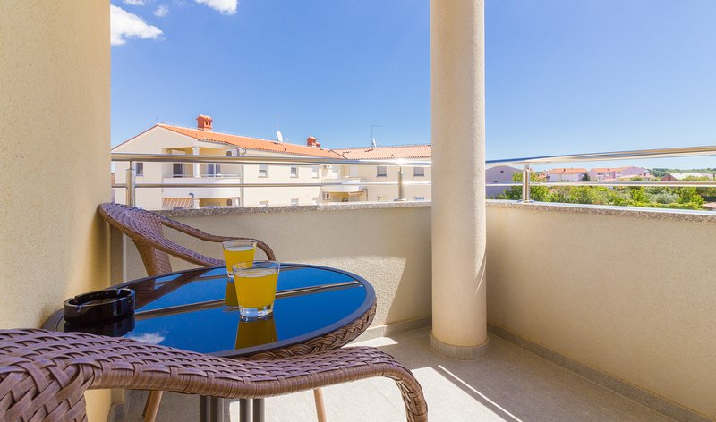 Charming studio with Balcony A-3, vacation rental in Valbandon