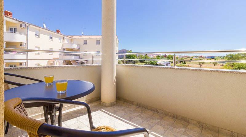 Quiet Studio with balcony (A-2), vacation rental in Valbandon