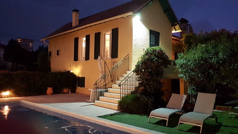Large modern townhouse with pool, holiday rental in Juan-les-Pins