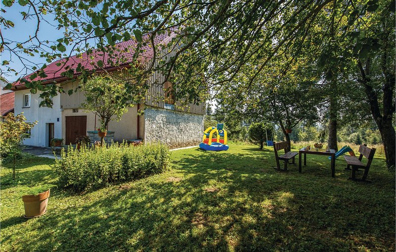 Stunning home in Fuzine with WiFi and 2 Bedrooms (CKB321), vacation rental in Zlobin