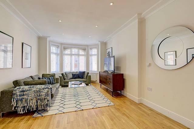 Bright Three Bedroom Apartment in Hammersmith - 37, alquiler de vacaciones en Chiswick