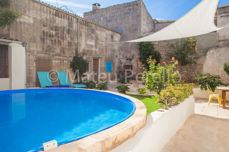 Sa Lluna Blava, Townhouse with patio and pool, Ferienwohnung in Santa Margalida