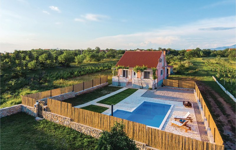 Beautiful home in Pokrovnik w/ Outdoor swimming pool, WiFi and 2 Bedrooms (CDJ61, holiday rental in Pakovo Selo