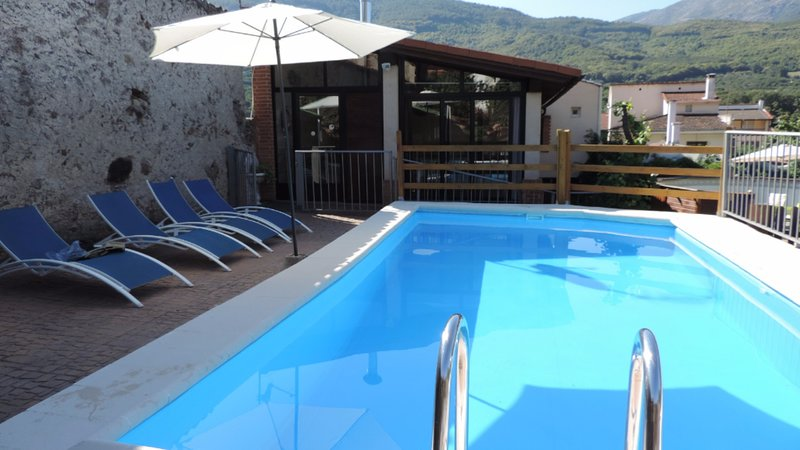 Big villa with swimming-pool & Wifi, alquiler vacacional en Garganta la Olla