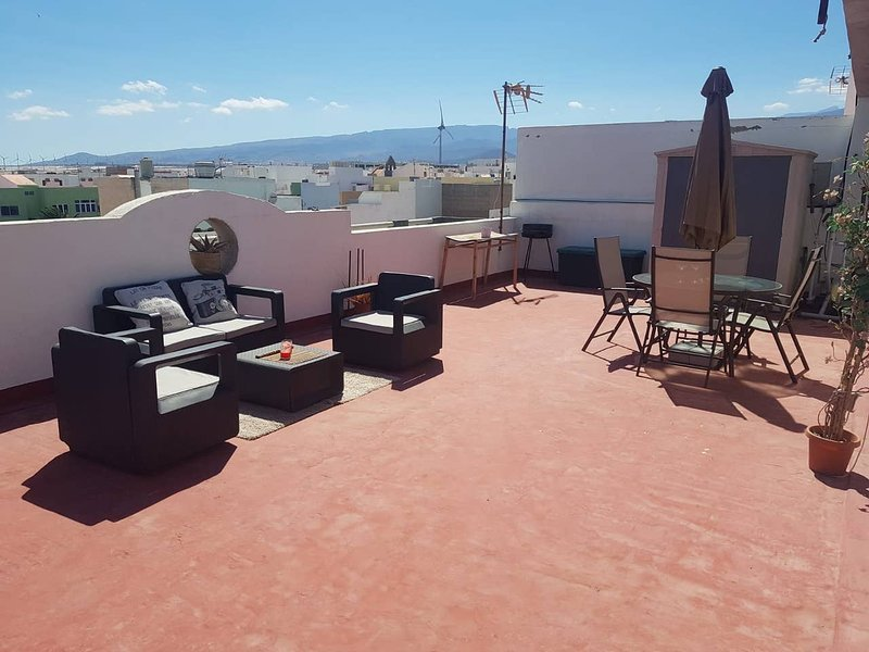 Nice apt with sea view & terrace, holiday rental in Playa de Arinaga