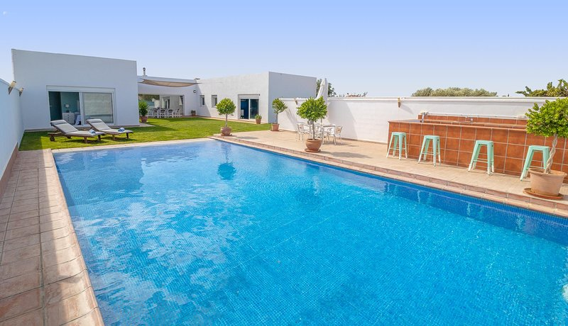 Modern and luxury holiday home in Marchena,Seville Countryside, location de vacances à Osuna