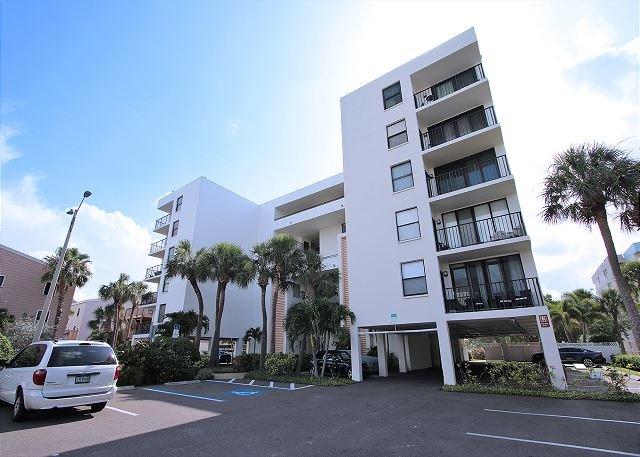 Quiet Waters Condominium 5B, vacation rental in Indian Shores