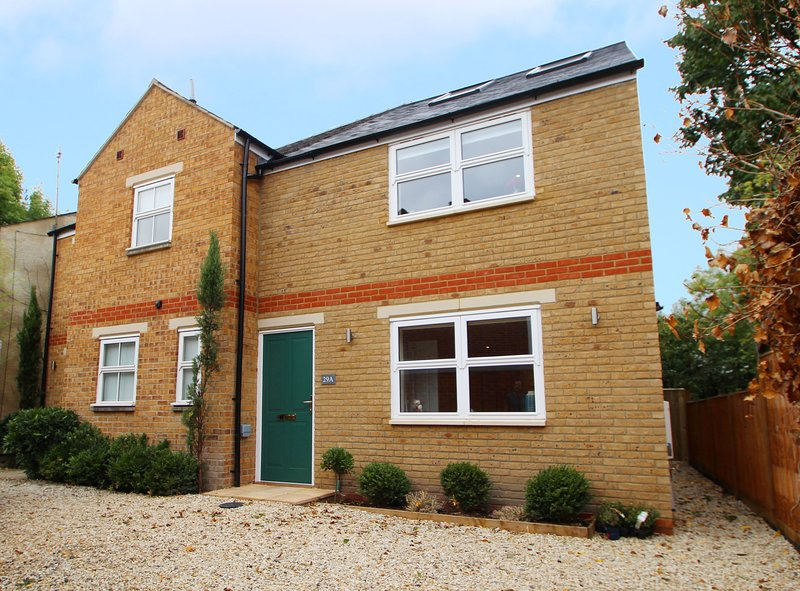 Righton two-bedroom serviced house in st. clement's (oxrpus2), vacation rental in Littlemore