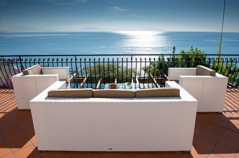 FANTASTIC APARTMENT WITH VIEW IN VIETRI, alquiler vacacional en Vietri sul Mare