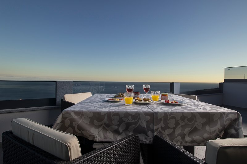 ANGLE´S SUNSET T3, holiday rental in Estreito da Calheta