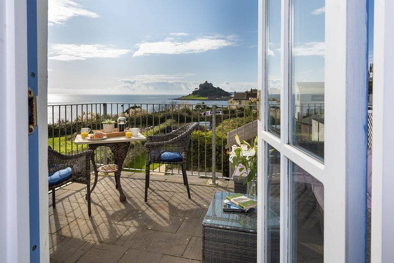 Trevara - A charming traditional Cornish cottage that has been lovingly restored, Ferienwohnung in Marazion